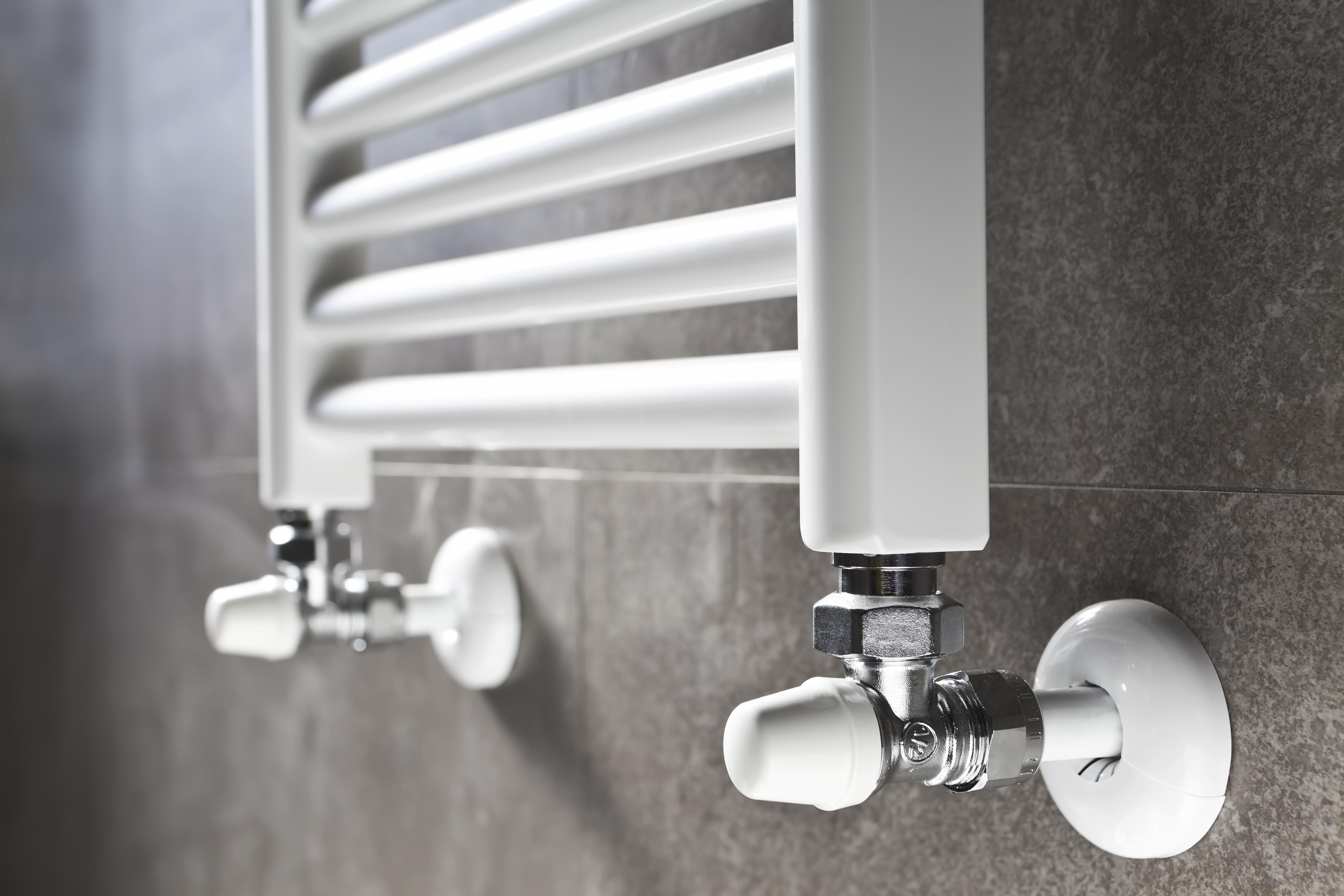 Montáž ústredného kúrenia – radiátorové, podlahové. Montáž kotlov, elektrických bojlerov, kompletizácia kotolní.